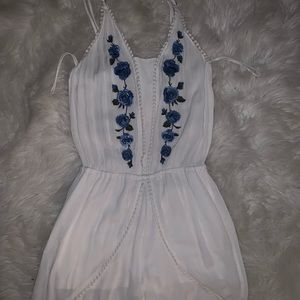 Aeropostale white romper with blue flowers